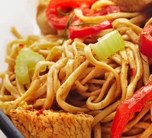 Espaguetis con salteado de verduras
