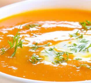 Coliflor en sopa cremosa de verduras y calabaza