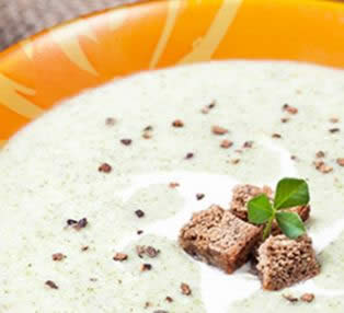 Sopa de Brócoli con Almendra